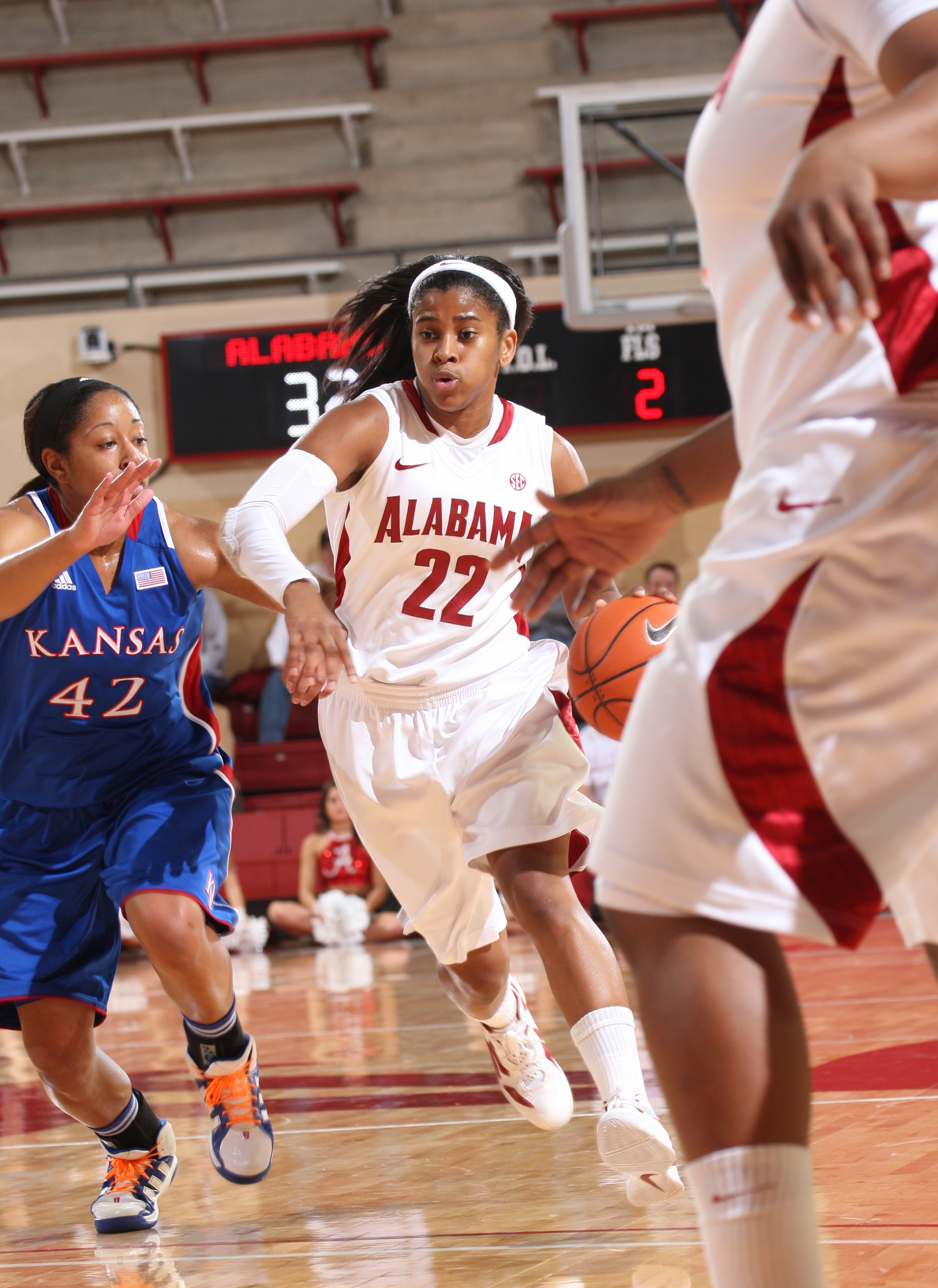 Women's Hoops Knocks off Previously Unbeaten Kansas, 80-76