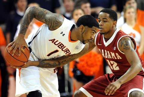 Men's Basketball Beats Auburn on the Road, 68-50