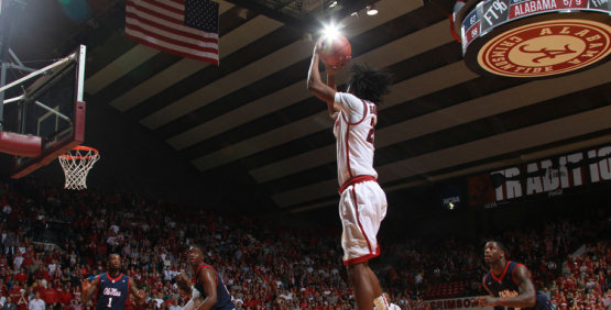 Men's Basketball Falls To Florida, 61-52