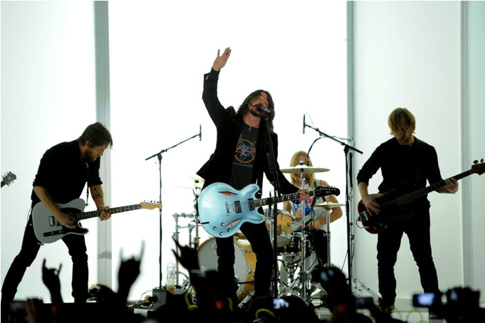 Obama Hails Foo Fighters at Fundraiser