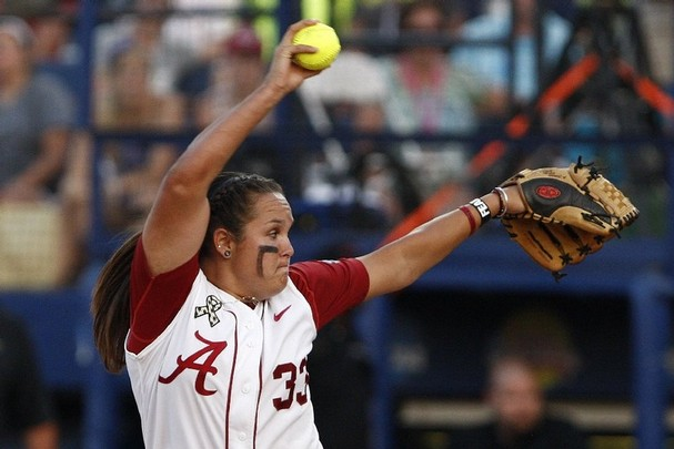 No. 1 Softball Splits with No. 11 Tennessee