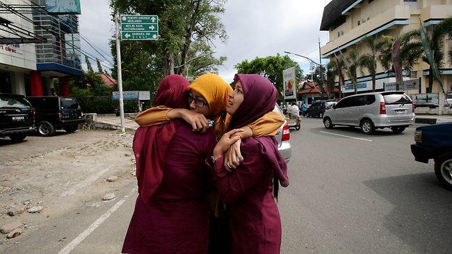 Massive Indonesia quake triggers tsunami alert