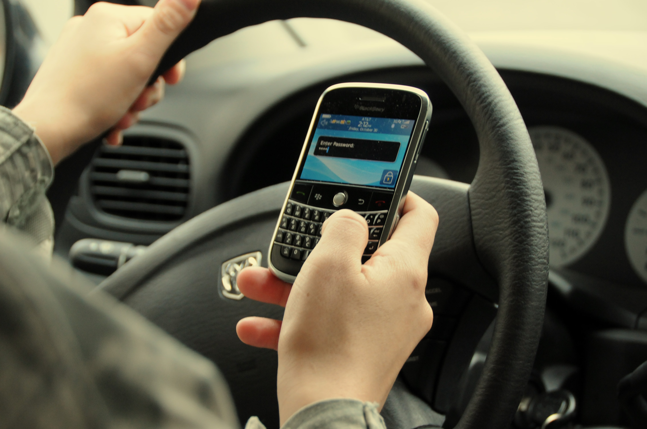 Texting while driving could be outlawed
