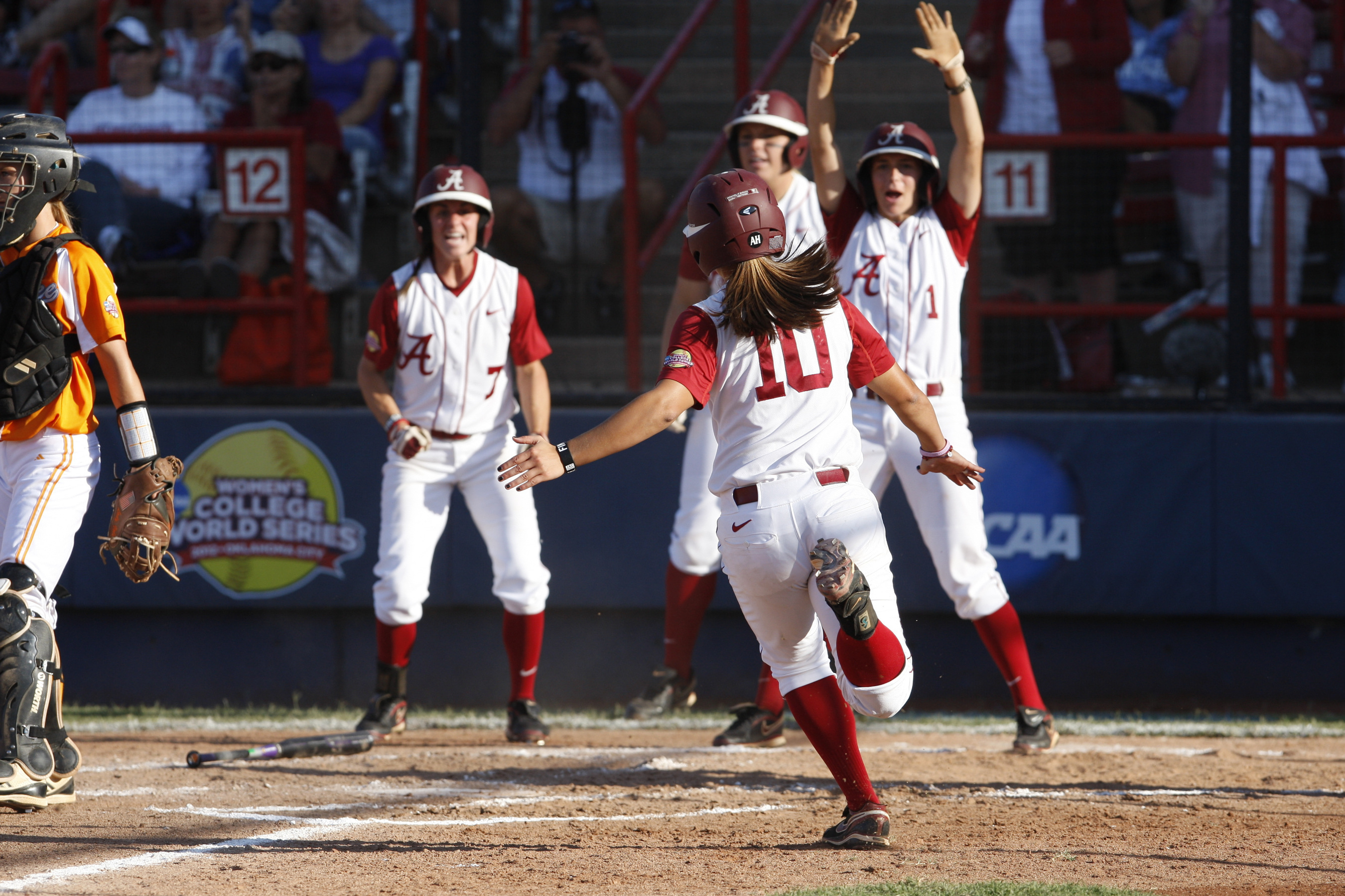 Softball Opens World Series with 5-3 Win Over Tennessee