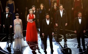 Aaron Tveit, Anne Hathaway, Amanda Seyfried, Eddie Redmayne, Samantha Barks, Hugh Jackman, Helena Bonham Carter, Sacha Baron Cohen, Russell Crowe
