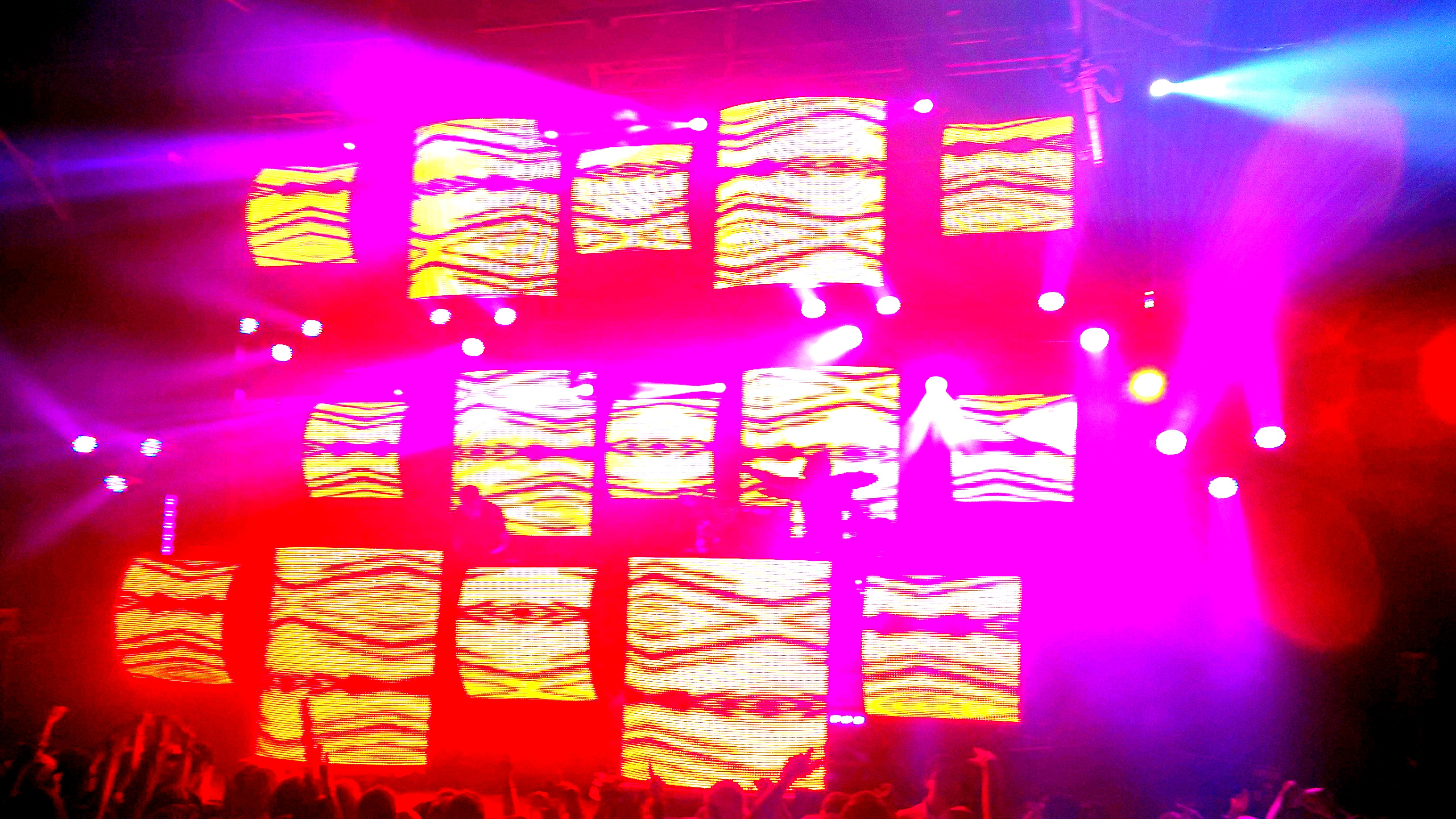 Dollar Bills Fall from the Sky: The Big Gigantic Experience